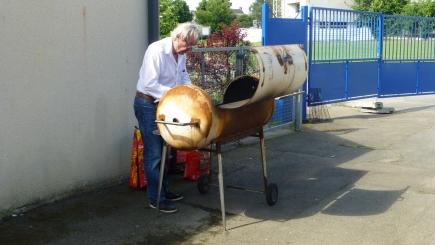 Le Rotary prépare le barbecue pour les galettes-saucisses